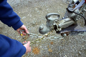 Coupling and chains – towing safely in Australia